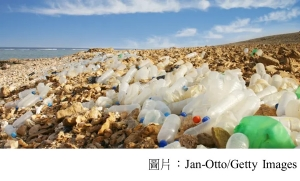 If we care about plastic waste, why won't we stop drinking bottled water? (衛報 - 20190428)